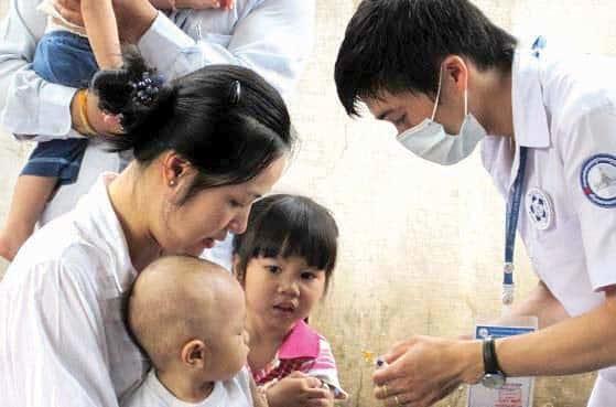 ລາວຈະນໍາໃຊ້ວັກຊີນໃໝ່ 2 ຊະນິດສັກປ້ອງກັນພະຍາດໃຫ້ເດັກເກີດໃໝ່ - WHO MCH EPI immunization thumb - ລາວຈະນໍາໃຊ້ວັກຊີນໃໝ່ 2 ຊະນິດສັກປ້ອງກັນພະຍາດໃຫ້ເດັກເກີດໃໝ່