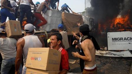 ການເມືອງເວເນຊູເອລາວິກິດໜັກ ຜູ້ປະທ້ວງປະທະທະຫານ ມີຜູ້ເສຍຊີວິດ 4 ຄົນ - 2019 02 23t201904z 1915930392 rc119e2b08e0 rtrmadp 3 venezuela politics 0 - ການເມືອງເວເນຊູເອລາວິກິດໜັກ ຜູ້ປະທ້ວງປະທະທະຫານ ມີຜູ້ເສຍຊີວິດ 4 ຄົນ
