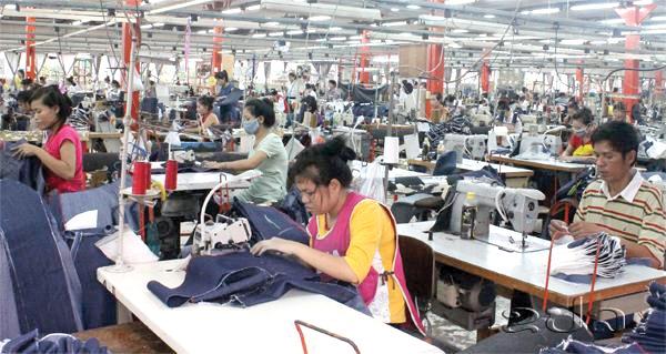 ຫາລືການກຳນົດຄ່າແຮງງານຂັ້ນຕ່ຳສຸດໃນລາວ  - Lao Garments b - Laophattananews