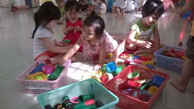 - 248 - 6 ວິທີສອນໃຫ້ເດັກຮູ້ມ້ຽນມັດເຄື່ອງຫລິ້ນຂອງຕົນຕາມແບບ Montessori