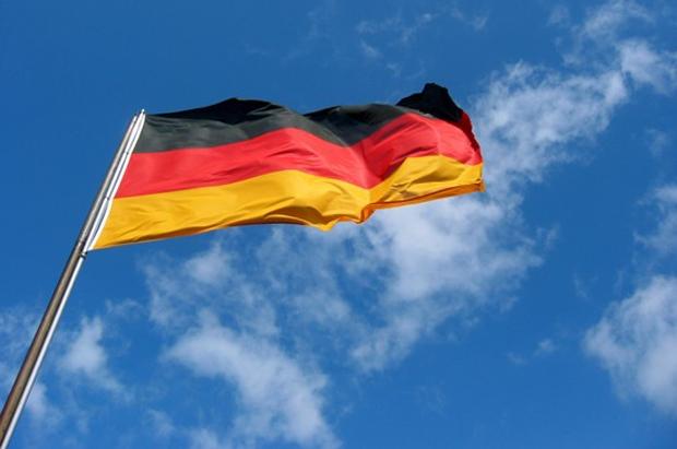 - german flag11 - ເຢຍລະມັນໃຊ້ກົດໝາຍເຫຼັກຕໍ່ຂ່າວປອມໃນສື່ອອນລາຍ