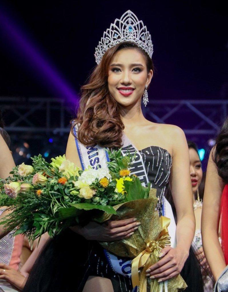 - 57CAC55F 38E4 4E85 9CB1 265ED80697CB 798x1024 - MUL29 ວິຈິດຕາ ພອນວິໄລ ຄອງມົງກຸດ Miss Universe Laos 2019