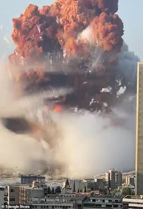 ເກີດເຫດລະເບີດຄັ້ງໃຫ່ຍທີ່ ເລບານອນ - 31560338 8592549 dramatic footage shows smoke billowing from the port area shortl m 27 1596571213321 smwp - ເກີດເຫດລະເບີດຄັ້ງໃຫ່ຍທີ່ ເລບານອນ