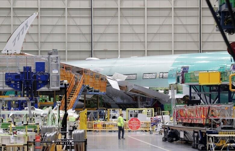 ໂບອິ້ງ ປັບຫຼຸດພະນັກງານລົງ ຍ້ອນຂາດທຶນໜັກ - 10272020 Boeing cuts 151624 780x501 1 - ໂບອິ້ງ ປັບຫຼຸດພະນັກງານລົງ ຍ້ອນຂາດທຶນໜັກ