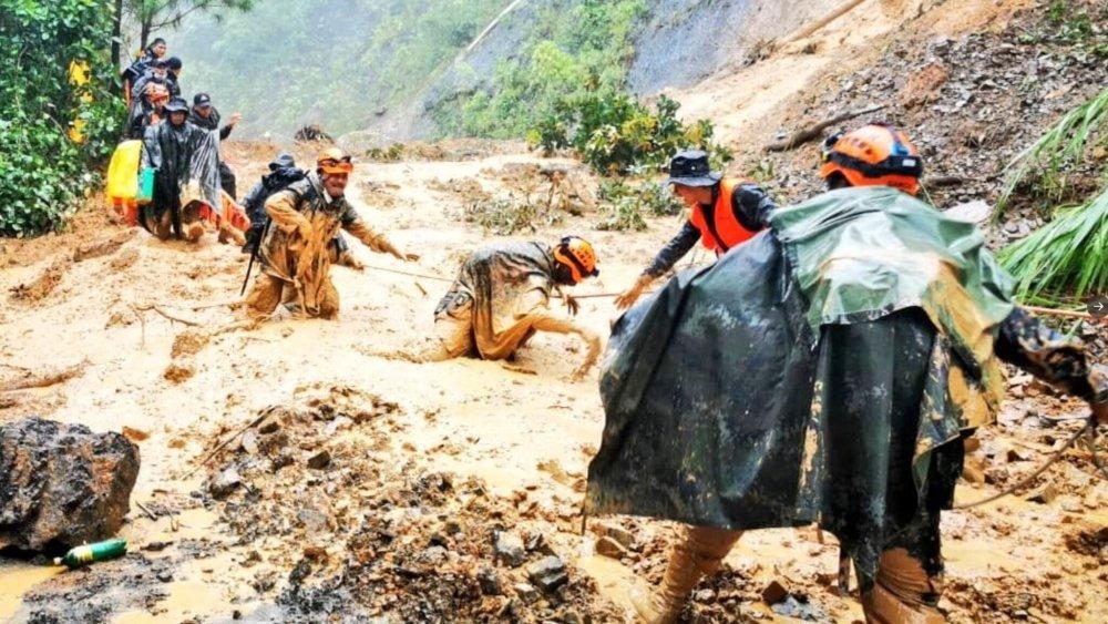 ພາຍຸເຂດຮ້ອນ ພັດຖະຫຼົ່ມ ກົວເຕມາລາ ດິນຖະຫຼົ່ມທັບຕາຍນັບຮ້ອຍ. - skynews guatemala army mud 5164035 - ພາຍຸເຂດຮ້ອນ ພັດຖະຫຼົ່ມ ກົວເຕມາລາ ດິນຖະຫຼົ່ມທັບຕາຍນັບຮ້ອຍ.