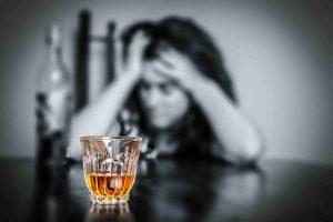 ຢຸດຄິດ! ດື່ມເຫລົ້າແກ້ໜາວເປັນອັນຕະລາຍເຖິງຊີວິດ - Alcoholics 300x200 - ຢຸດຄິດ! ດື່ມເຫລົ້າແກ້ໜາວເປັນອັນຕະລາຍເຖິງຊີວິດ