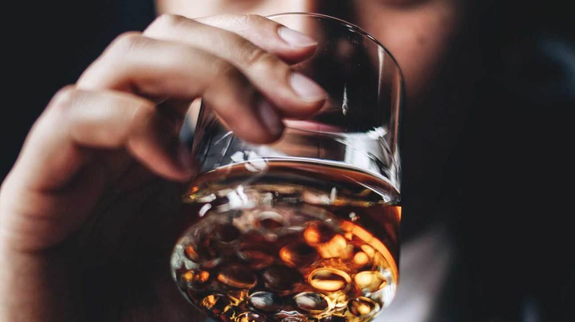 ຢຸດຄິດ! ດື່ມເຫລົ້າແກ້ໜາວເປັນອັນຕະລາຍເຖິງຊີວິດ - Drinking alcohol - ຢຸດຄິດ! ດື່ມເຫລົ້າແກ້ໜາວເປັນອັນຕະລາຍເຖິງຊີວິດ