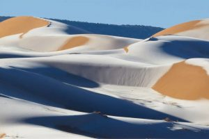 - sahara desert ice 34 300x200 - ຫິມະຕົກຢູ່ທະເລຊາຍຊາຮາຣາ