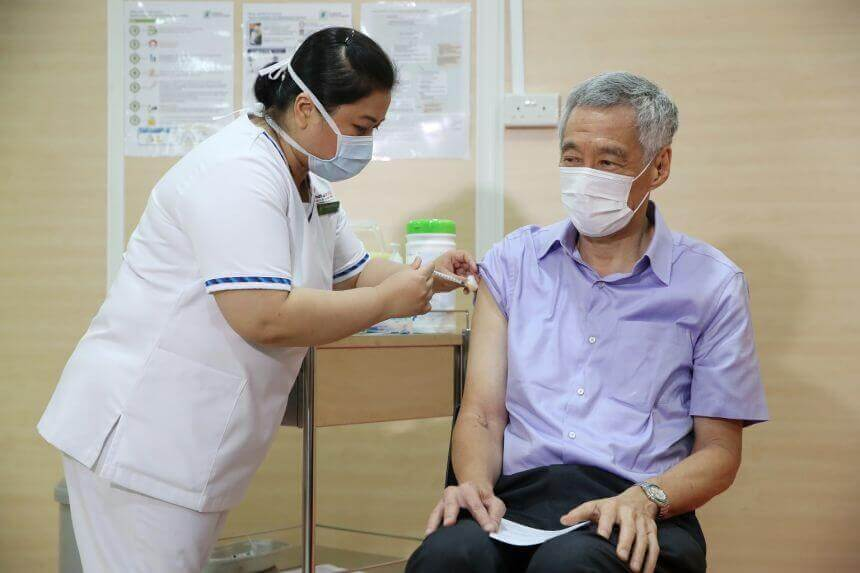 ນາຍົກລັດຖະມົນຕີ ສິງກະໂປ ສັກວັກຊີນ ຂອງບໍລິສັດ Pfizer/BioNTech - ycpmleevaccine080121 - ນາຍົກລັດຖະມົນຕີ ສິງກະໂປ ສັກວັກຊີນ ຂອງບໍລິສັດ Pfizer/BioNTech