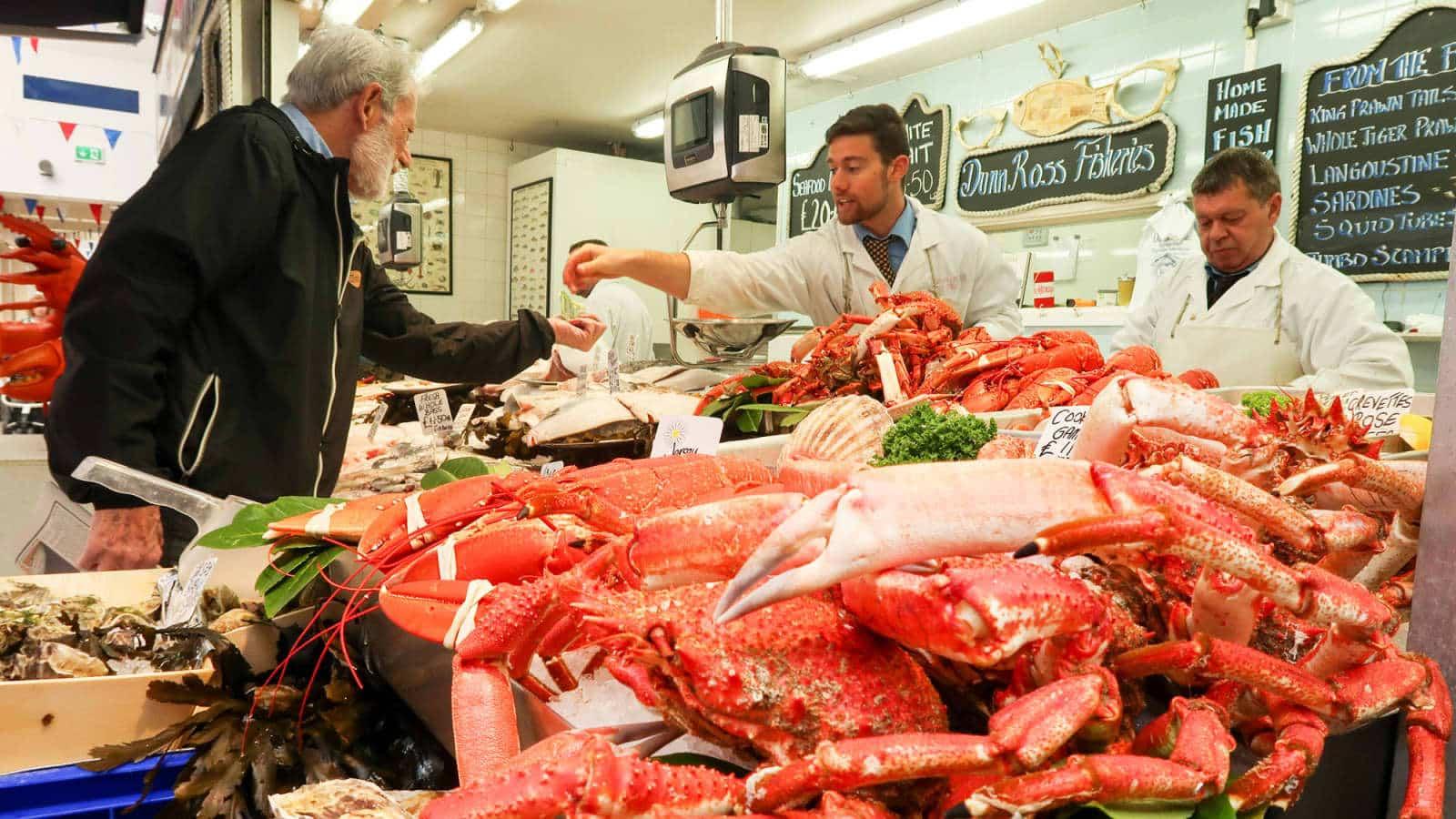 ສະຫະລັດຕົກອອກຈາກ 10 ປະເທດທີ່ສົ່ງອອກສິນໃນນໍ້າທີ່ໃຫ່ຍທີ່ສຸດຂອງໂລກ - 104526640 GettyImages 675019692 seafood market - ສະຫະລັດຕົກອອກຈາກ 10 ປະເທດທີ່ສົ່ງອອກສິນໃນນໍ້າທີ່ໃຫ່ຍທີ່ສຸດຂອງໂລກ