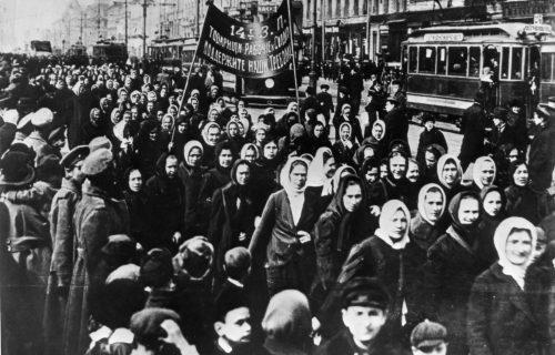 ວັນແມ່ຍິງສາກົນ ຄົບຮອບ 111 ປີ ຂ່າວຕ່າງປະເທດ ຫນັງສືພິມ ລາວພັດທະນາ ຂ່າວລາວ ຂ່າວສານ - 1917 International Womens Day   Petrograd 500x320 - ຂ່າວຕ່າງປະເທດ