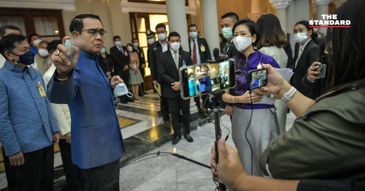 ນາຍົກໄທສີດສະເປແອລກໍຮໍໃສ່ນັກຂ່າວ ຫລັງຖືກຖາມເລື່ອງປັບຄະນະລັດຖະບານ - UPDATE prayut sprayed alcohol on reporters WEB - ນາຍົກໄທສີດສະເປແອລກໍຮໍໃສ່ນັກຂ່າວ ຫລັງຖືກຖາມເລື່ອງປັບຄະນະລັດຖະບານ