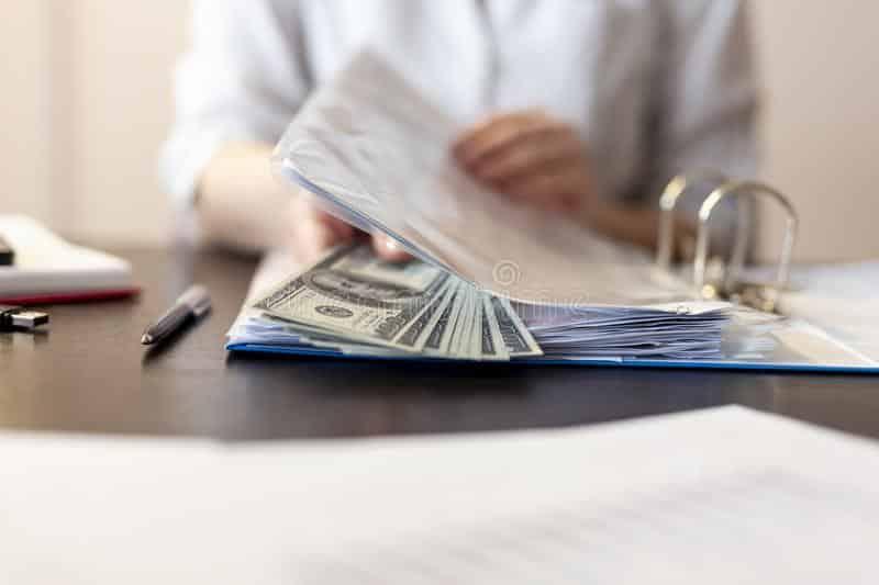 ປາບການສໍ້ລາດບັງຫລວງປຽບເໝືອນບັ້ນຮົບຕິດລຽນ - detail businesswoman s hands receiving bribe money file reviewing contracts selective focus money coruption 123974394 - ປາບການສໍ້ລາດບັງຫລວງປຽບເໝືອນບັ້ນຮົບຕິດລຽນ
