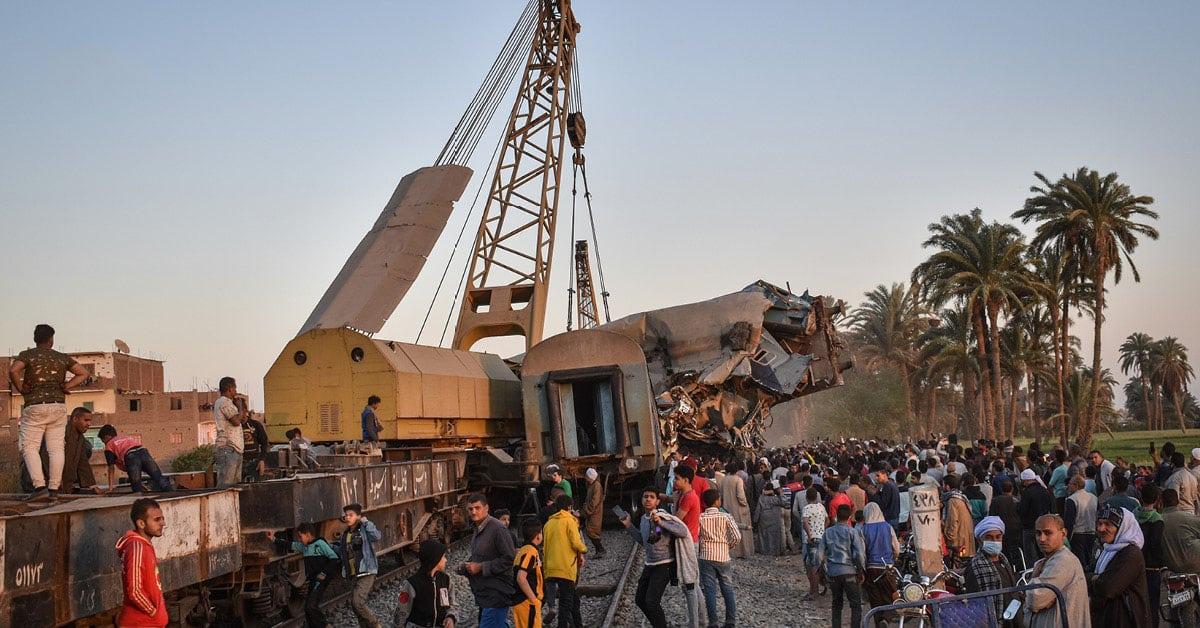 ເກີດເຫດລົດໄຟຕຳກັນຢູ່ອີຢິບ ເສຍຊີວິດຢ່າງໜ້ອຍ 32 ຄົນ - train crash in egypt - ເກີດເຫດລົດໄຟຕຳກັນຢູ່ອີຢິບ ເສຍຊີວິດຢ່າງໜ້ອຍ 32 ຄົນ