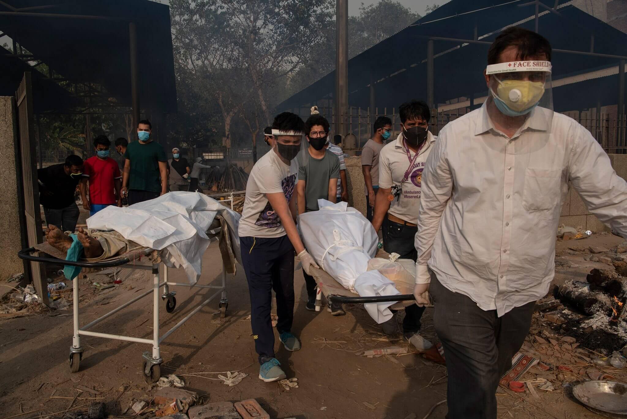 - saumya khandelwal india crematorium covid 1 scaled - ເຊື້ອພະຍາດ ໂຄວິດ-19 ສາຍພັນ B.1.617 ທີ່ພົບ ການລະບາດ ຄັ້ງທຳອິດ ໃນອິນເດຍ ພວມແຜ່ລະບາດ ໃນ44ປະເທດ