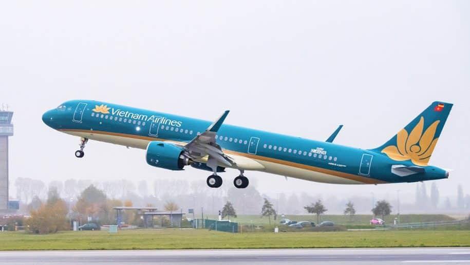 ຫວຽດນາມແອລາຍ ຈະເປີດສາຍການບິນລະຫວ່າງປະເທດຄືນໃໝ່ ໃນກາງເດືອນກໍລະກົດນີ້ - 2Vietnam Airlines A321 916x516 1 - ຫວຽດນາມແອລາຍ ຈະເປີດສາຍການບິນລະຫວ່າງປະເທດຄືນໃໝ່ ໃນກາງເດືອນກໍລະກົດນີ້