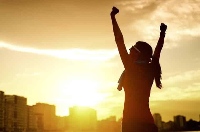 ເຄັດບໍ່ລັບກັບການເປັນຄົນຄິດບວກ - bigstock Woman Celebrating Sport Succes 44061001 759x500 1 - ເຄັດບໍ່ລັບກັບການເປັນຄົນຄິດບວກ